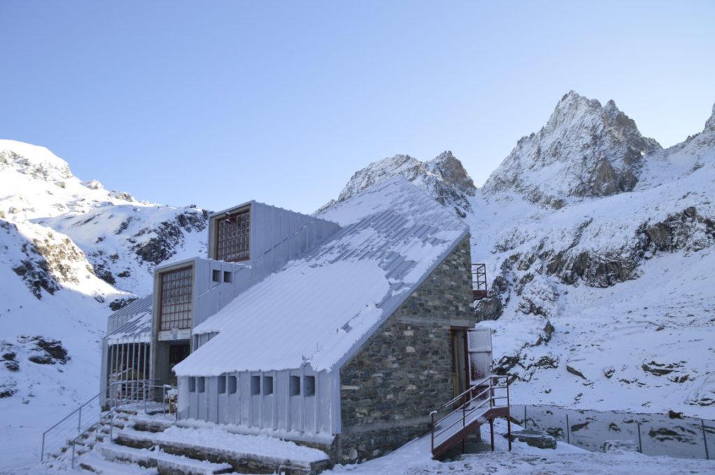 I rifugi alpini come emblema del rapporto tra uomo e natura in montagna