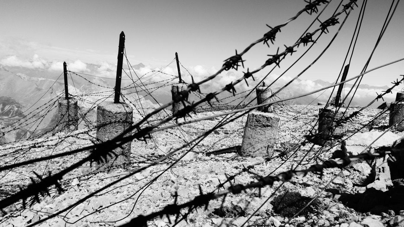 La batteria dello Chaberton, a 3130 metri d'altitudine, venne distrutta durante l'attacco francese del 1940 (foto di Federico Amanzio).