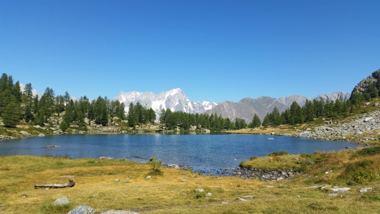 Il Lago di Arpy: dal Ristorante Genzianella circa 45 min di passeggiata accessibile a tutti (Foto: Federico Amanzio).